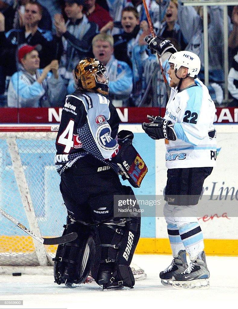 Wintersport/Eishockey: DEL 03/04, Play Off/3.Spiel , Hamburg Freezers-Frankfurt Lions : News Photo