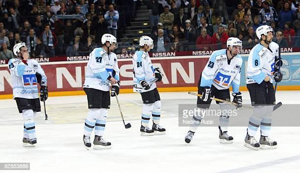 Wintersport / Eishockey: DEL 03/04, Play Offs, Halbfinale, 5. Spiel, Hamburg; Hamburg Freezers - Frankfurt Lions 3:5; Hamburg Freezers enttaeuscht;...