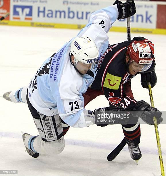 Wintersport / Eishockey DEL 04/05 Hamburg Hamburg Freezers Hannover Scorpions Shane PEACOCK / Freezers Rene ROETHKE / Hannover 200105