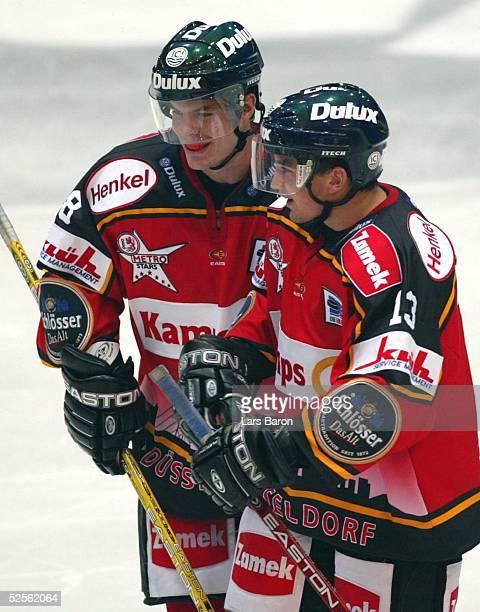 Wintersport / Eishockey: Testspiel 2004, Duesseldorf; Duesseldorfer EG - Hamburg Freezers 5:2; Freude bei Markus POETTINGER und Florian JUNG / DEG...