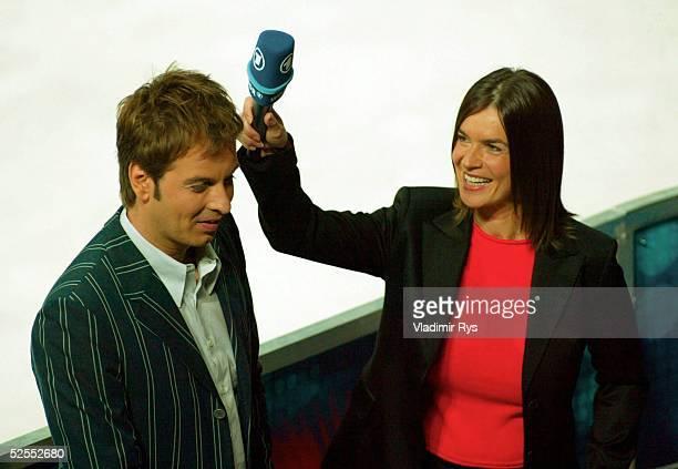 Wintersport / Eiskunstlauf: WM 2004, Dortmund; Claus LUFEN / ARD Moderator und Katarina WITT als Co-Moderatorin 24.03.04.