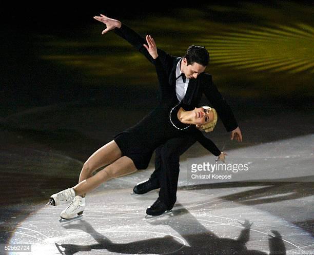 Wintersport / Eiskunstlauf WM 2004 Dortmund Eroeffnung mitg Darbietung der Kuer fuer Marika KILIUS und HansJuergen BAEUMLER / GER 220304