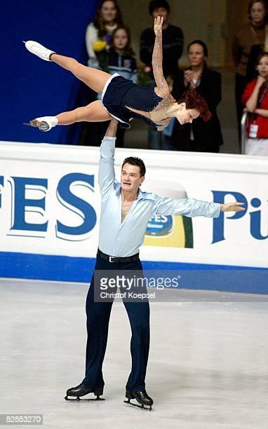 Wintersport / Eiskunstlauf WM 2004 Dortmund Kurzprogramm Paare Maria PETROVA und Alexei TIKHONOV / RUS 220304