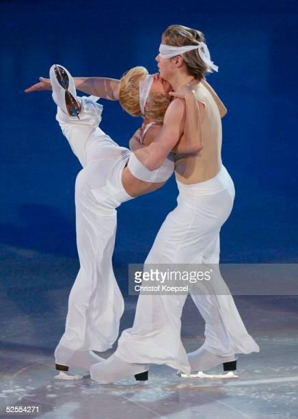 Wintersport / Eiskunstlauf WM 2004 Dortmund Schaulaufen Albena DENKOVA und MAxim STAVISKI / BUL 280304