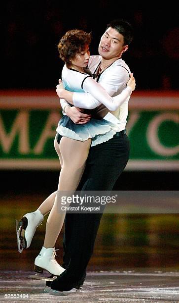 Wintersport / Eiskunstlauf WM 2004 Dortmund Schaulaufen Dan ZHANG und Hao ZHANG / CHN 280304