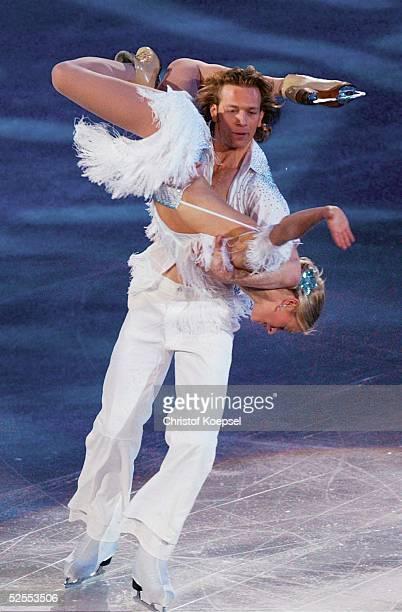 Wintersport / Eiskunstlauf WM 2004 Dortmund Schaulaufen Eistanz Kati WINKLER und Rene LOHSE / GER 280304