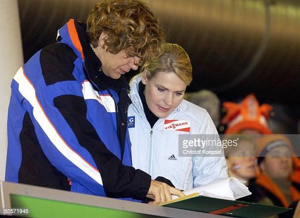 Wintersport / Eisschnelllauf EM 2004 Mehrkanpf Heerenveen ZDFModerator Michael STEINBRECHER und Kommentatorin Gunda NIEMANNSTIRNEMANN 100104