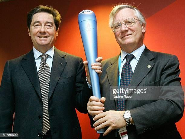 Wintersport/Eiskunstlauf EM 2005 Turin 270105Mr Ottavio CINQUANTA/ISU President and IOC Member Mr Valentino CASTELLANI/President TOROC with the...