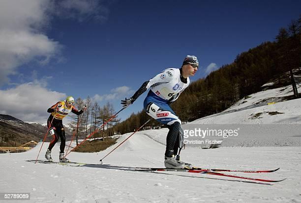Wintersport/Nordische Kombination : Weltcup 04/05, Pragelato, 11.02.05, Skilanglauf/3,5km Staffel ;Hannu MANNINEN/FIN lauft in der letzten Runde vor...