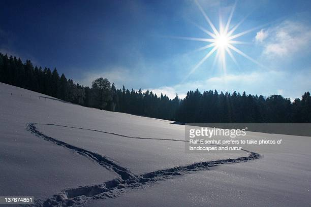 wintersun and heart - natur stock pictures, royalty-free photos & images
