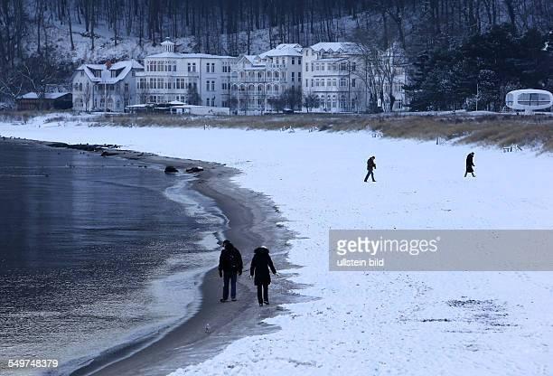 Winterwetter an Strand von Binz auf der Insel Ruegen
