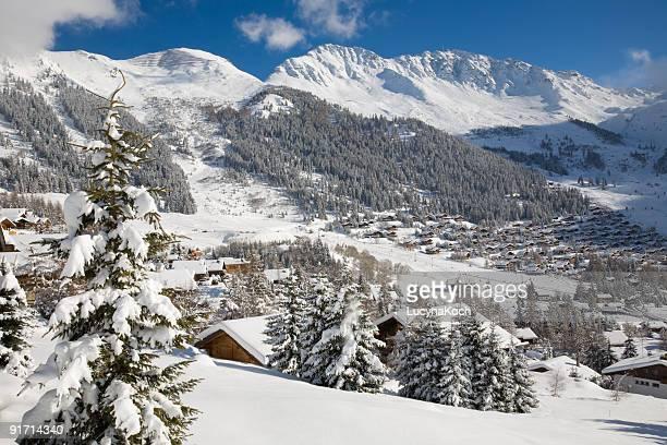 winterzauber - skigebied stockfoto's en -beelden