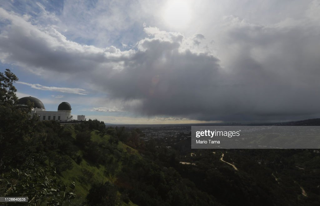 CA: Los Angeles Area Gets Unusual Wintry Mix