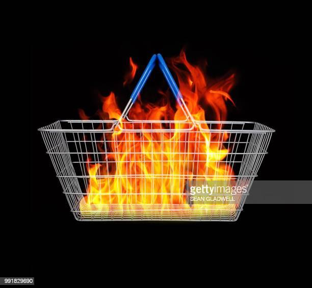 wire shopping basket and fire - mercado espaço de venda no varejo - fotografias e filmes do acervo
