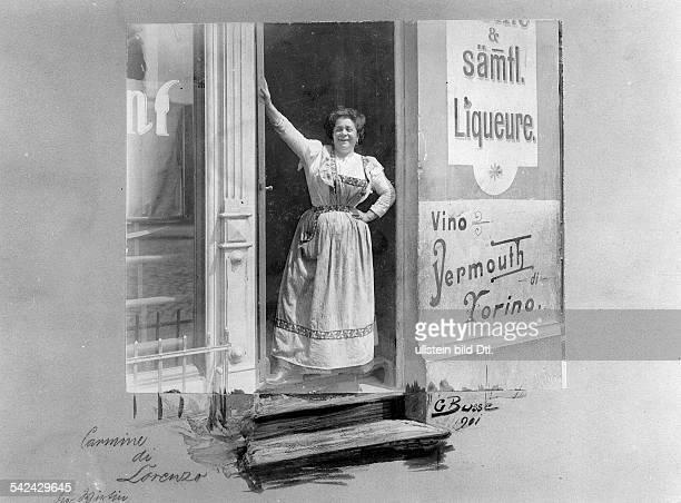 Wirtin vor der italienischen Wirtschaft in der Buchholzer Strasse in Prenzlauer Berg 1901