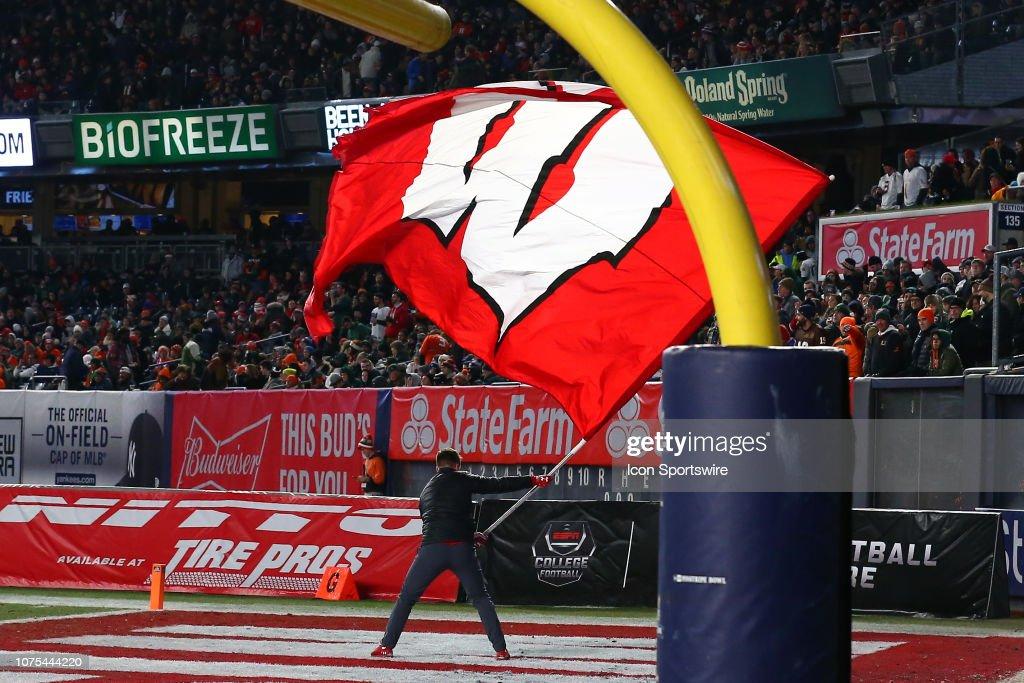 COLLEGE FOOTBALL: DEC 27 Pinstripe Bowl - Miami v Wisconsin : News Photo