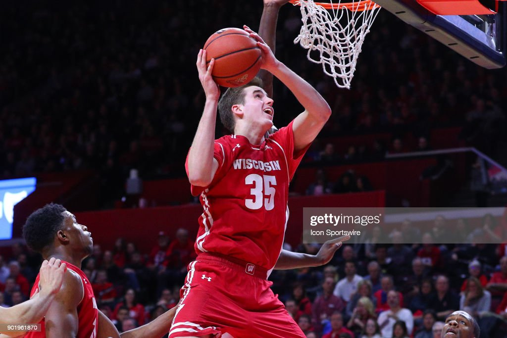 COLLEGE BASKETBALL: JAN 05 Wisconsin at Rutgers : News Photo