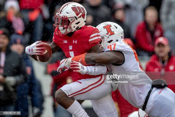 Wisconsin Badgers wide receiver Aron Cruickshank rushes for a touchdown during an college football game between the Illinois fighting Illini and the...