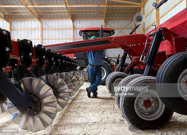 wisconsin corn farmer - agricultural machinery stock pictures, royalty-free photos & images