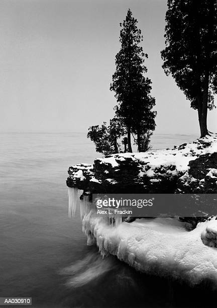 usa, wisconsin, lake michigan, shore scenic, winter (b&w) - staadts,_wisconsin stock pictures, royalty-free photos & images
