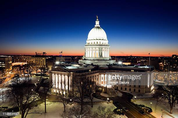usa, wisconsin, madison, state capitol building at sunset - madison wisconsin stock pictures, royalty-free photos & images