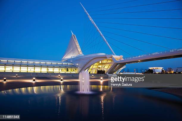 usa, wisconsin, milwaukee, art museum at dusk - milwaukee stock pictures, royalty-free photos & images