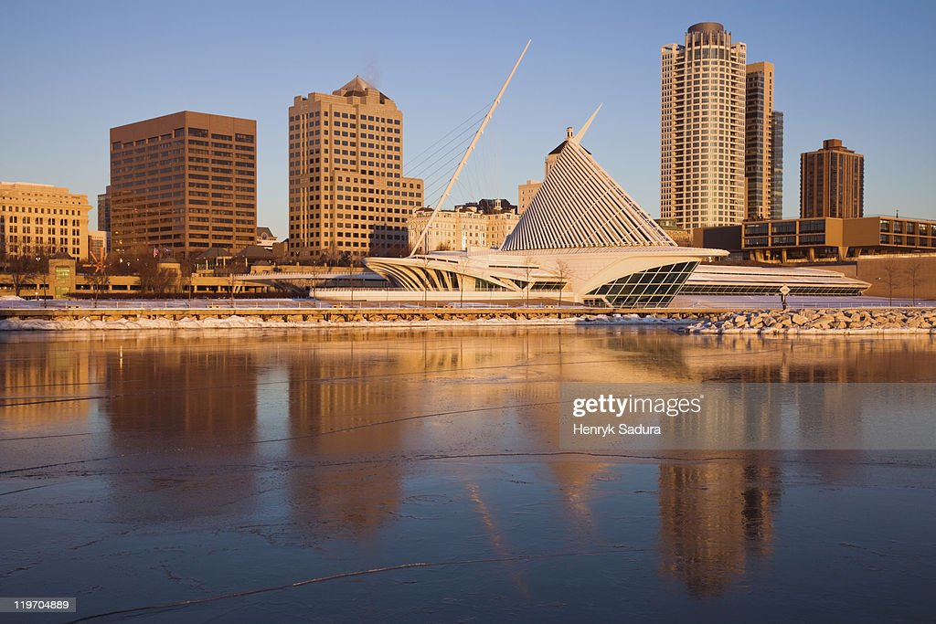 USA, Wisconsin, Milwaukee, City skyline with Art Museum : Stock Photo