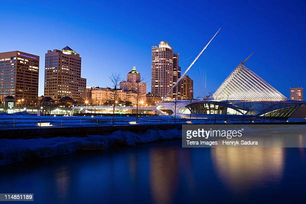 USA, Wisconsin, Milwaukee, Milwaukee Art Museum at night