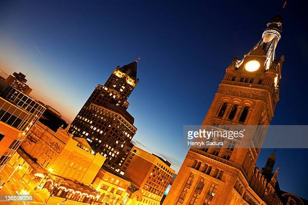 USA, Wisconsin, Milwaukee, Milwaukee Center and City Hall buildings in downtown district
