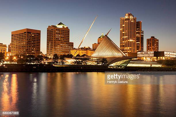 USA, Wisconsin, Milwaukee, Skyline at dusk