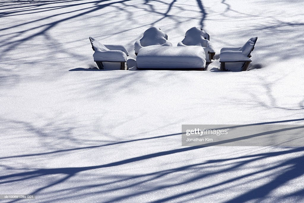 USA, Wisconsin, snowcovered garden table and chairs : Stockfoto
