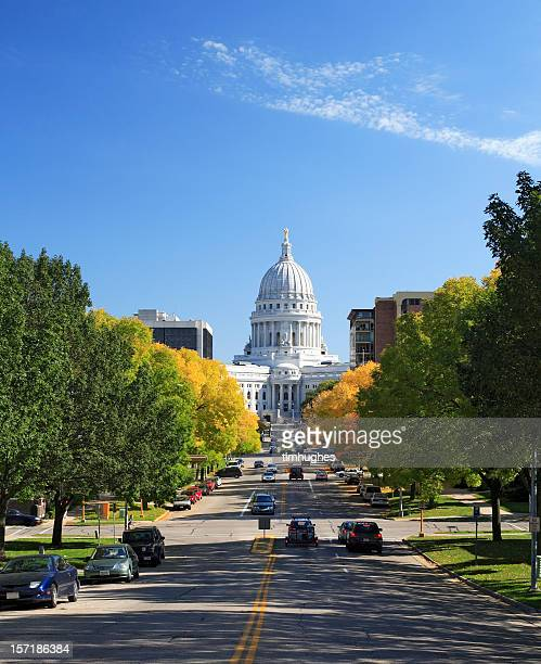 wisconsin state capitol and street traffic - madison wisconsin stock pictures, royalty-free photos & images