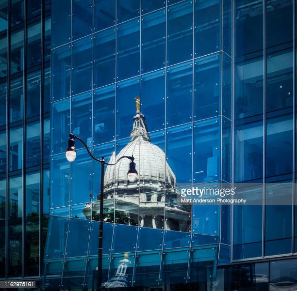 wisconsin state capitol reflection - local government building stock pictures, royalty-free photos & images