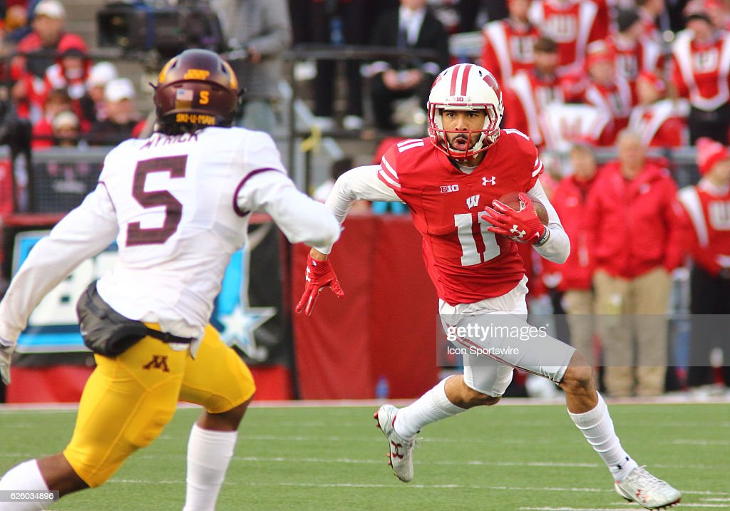 NCAA FOOTBALL: NOV 26 Minnesota at Wisconsin : News Photo