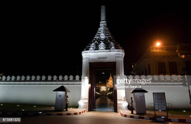Wiset Chaisri Gate with a view through to the roof of Chakri Maha Prasathe at night