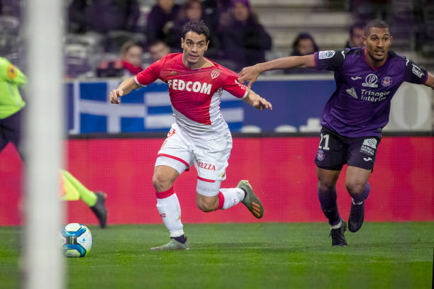 Championnat de France de football LIGUE 1 2018-2019-2020 - Page 33 Wissam-ben-yedder-of-monaco-defended-by-william-vainqueur-of-toulouse-picture-id1191975779?k=6&m=1191975779&s=612x612&w=0&h=KWy-d146dgkLVEN-NxyZ07Wwo0EA2xboLv4iat9dEP0=