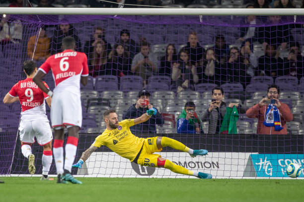 Championnat de France de football LIGUE 1 2018-2019-2020 - Page 33 Wissam-ben-yedder-of-monaco-sends-goalkeeper-baptiste-reynet-of-the-picture-id1191971670?k=6&m=1191971670&s=612x612&w=0&h=nnrzDRIvGXhTnZ8ER2VBmqxtdSayfyk9FsH2VWsJNHM=