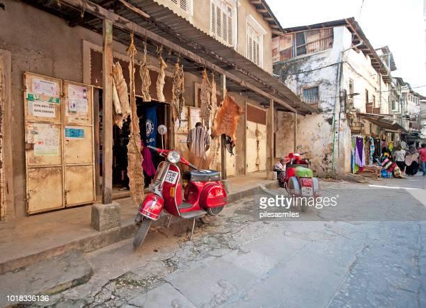 witch-doctor shop, stone town, zanzibar, tanzania - tanzania imagens e fotografias de stock