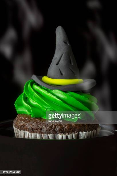 witch's hat cupcake - ian gwinn stock pictures, royalty-free photos & images