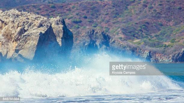 witch's rock and the paradise surf beach of playa naranjo in the santa rosa national park in guanacaste, costa rica - parque nacional de santa rosa fotografías e imágenes de stock
