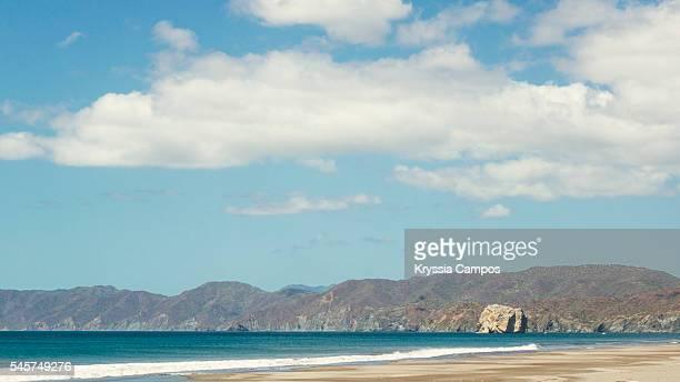 witch's rock at playa naranjo, santa rosa national park, costa rica - parque nacional de santa rosa fotografías e imágenes de stock