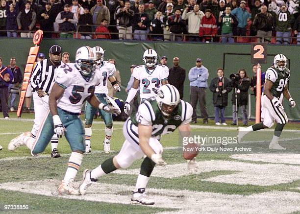 With 42 seconds left against the Miami Dolphins New York Jets quarterback Vinny Testaverde hits 67 305pound offensive lineman Jumbo Elliott in the...
