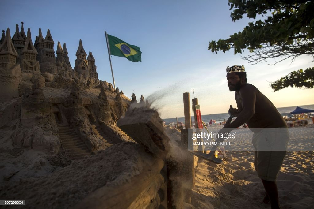 DOUNIAMAG-BRAZIL-ART-SAND CASTLE : News Photo