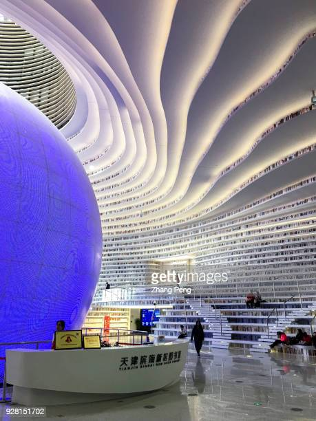 With a huge spherical multi-function hall and circle steps to the ceiling, Tianjin Binhai new area library is now a popular topic on social media and...