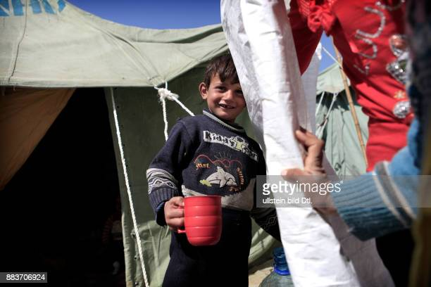 With camping mugs and without any cutlery the Syrian refugees try to make ends meet in the refugee camps in Turkey