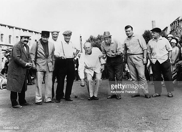 FERNANDEL with Michel GALABRU and ANDREX initiates BOURVIL to the game of petanque during the shooting of Gilles GRANGIER's film LA CUISINE AU BEURRE