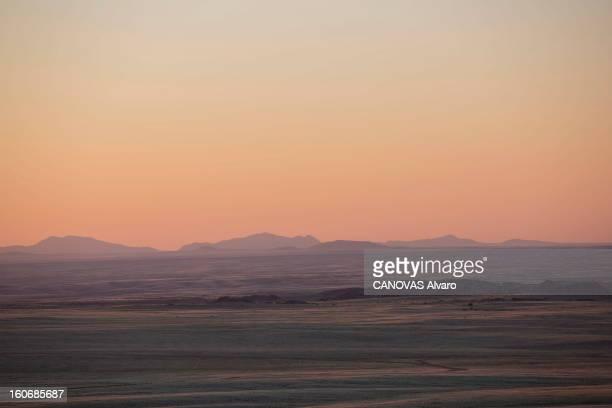 With Paul And Luana Belmondo In Namibia Paul BELMONDO et son épouse Luana à la découverte de la Namibie à bord du SUV Skoda Yeti 20 TDI 4 x4 paysage...
