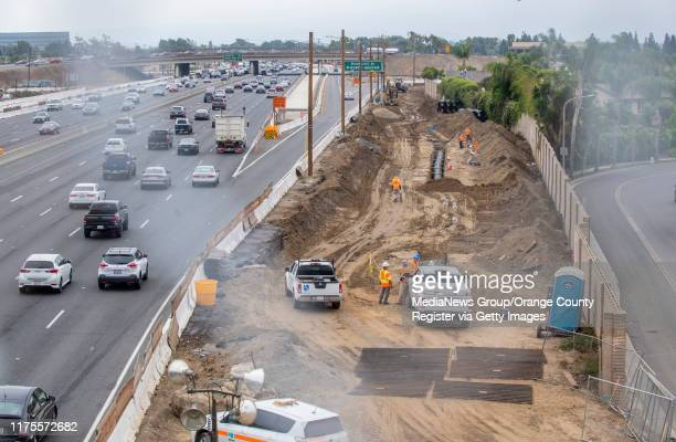 With the 405 freeway widening still under construction, southbound traffic on the 405 freeway, at left, passes under the new Slater Avenue bridge in...