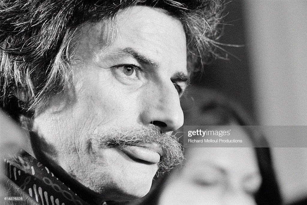 Singer Jean Ferrat in Libel Suit : Photo d'actualité