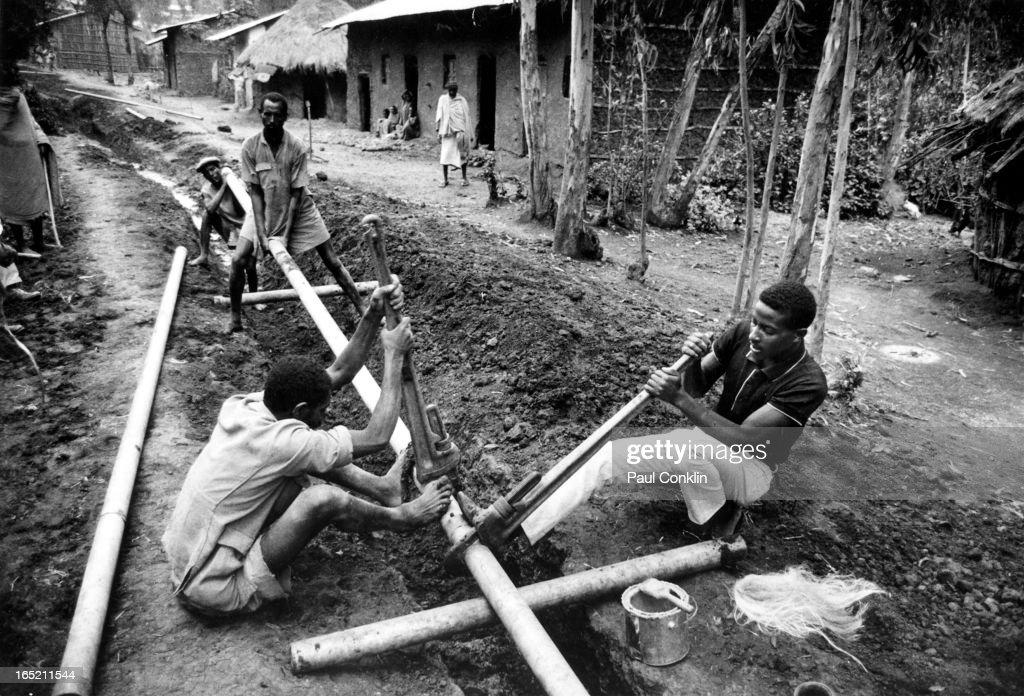 Laying Pipe : News Photo